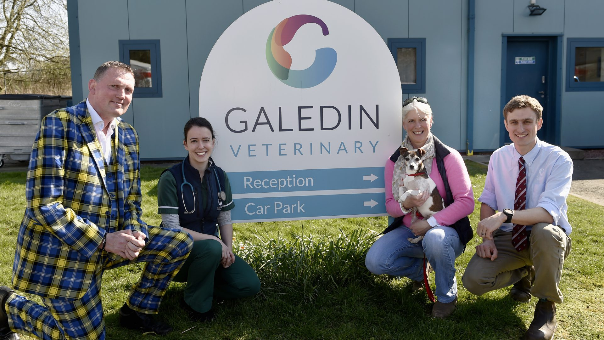 Galedin Vets donation is boost for rugby legend Doddie and his pooch